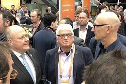 Günter Weick konnte die Gelegenheit nutzen und Herr Arne Schönbohm (Präsident des BSI) und Herr Tim Höttges (Vorstandsvorsitzender, Deutsche Telekom AG) auf die Vorteile der Online-Ausweisfunktion aufmerksam machen