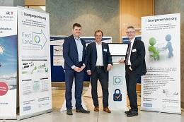 v.l.n.r.: Sirko Scheffler (Vorstand buergerservice.org), Joachim Fröhlich (CIO Wissenschaftsstadt Darmstadt) und Rudolf Philipeit (Vorstandsvorsitzender buergerservice.org) erörtern die Potenziale zur Online-Ausweisfunktion für Smart-City-Projekte