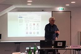 Günter Weick bei seiner Arbeit als ehrenamtlicher Berater von buergerservice.org.