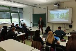 Vorschaufoto zu dem Artikel: Online-Ausweisfunktion im Schulunterricht am Theresiengymnasium in Ansbach