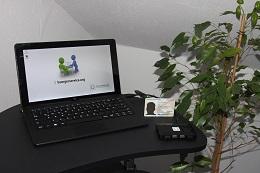 Foto: Die SID-Box an einem Trekstor-SurfTab twin 11.6 WiFi / Volks-Tablet. Das neue Tablet wurde Ende 2016 für ca. 200 Euro erworben.