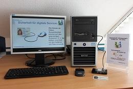 Foto: Die SID-Box an einem Desktop-PC (Intel Core i5, 4 GB Arbeitsspeicher)